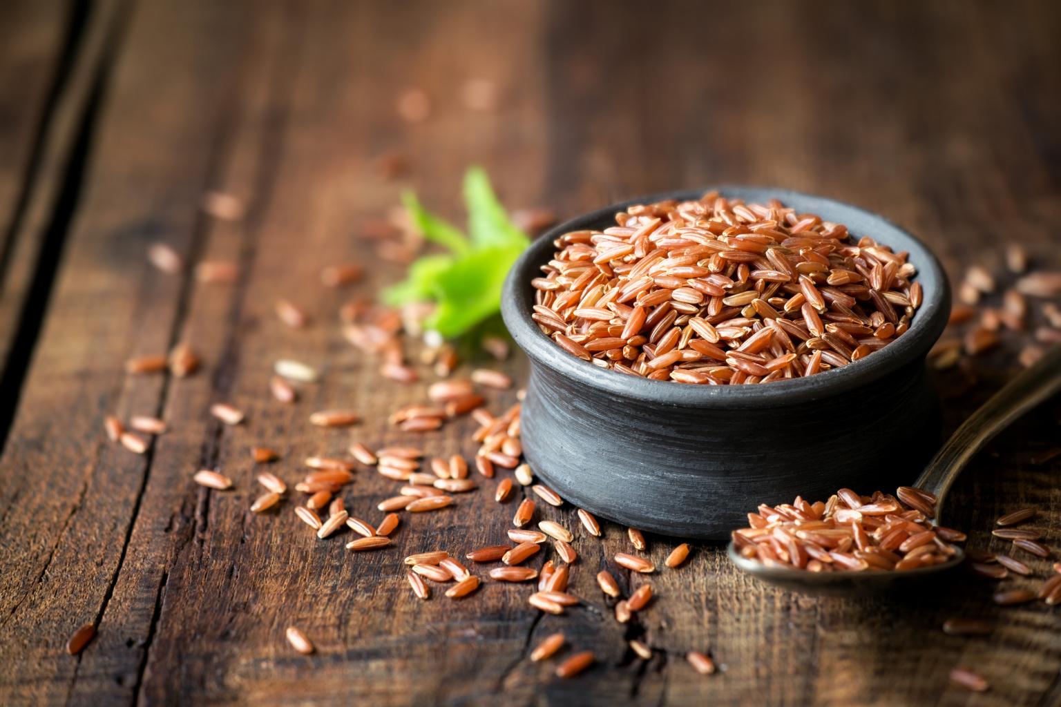 Черный или бурый рис способен освобождать организм от шлаков и избытка накопившейся соли