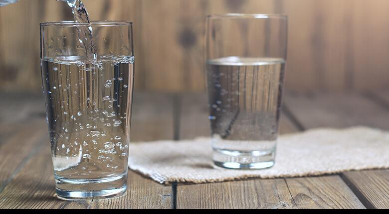 Зачем пить много воды при похудении, помогает ли она похудеть